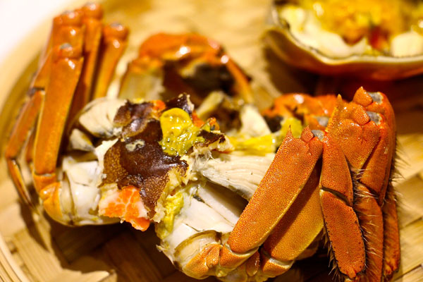 how to eat hairy crab