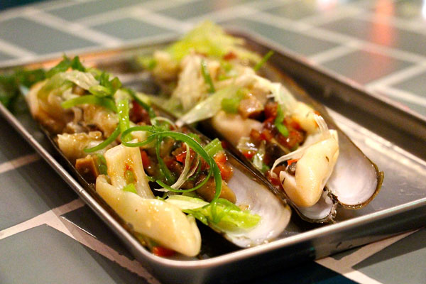 Mrs. Pound Hong Kong razor clams