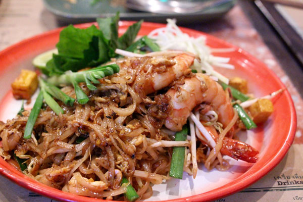 Samsen Hong Kong phad Thai noodles tiger prawns